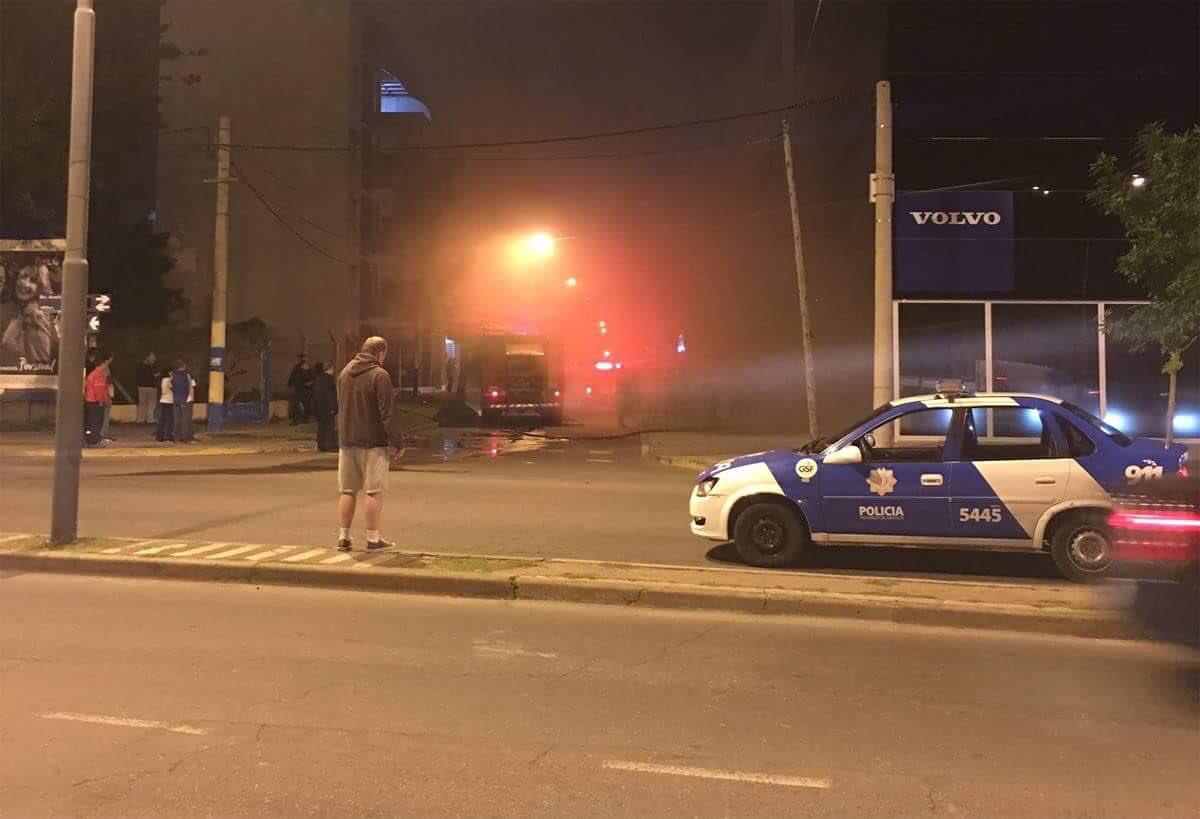 """Advierten que el incendio de una concesionaria """"pudo ser una gran tragedia"""""""