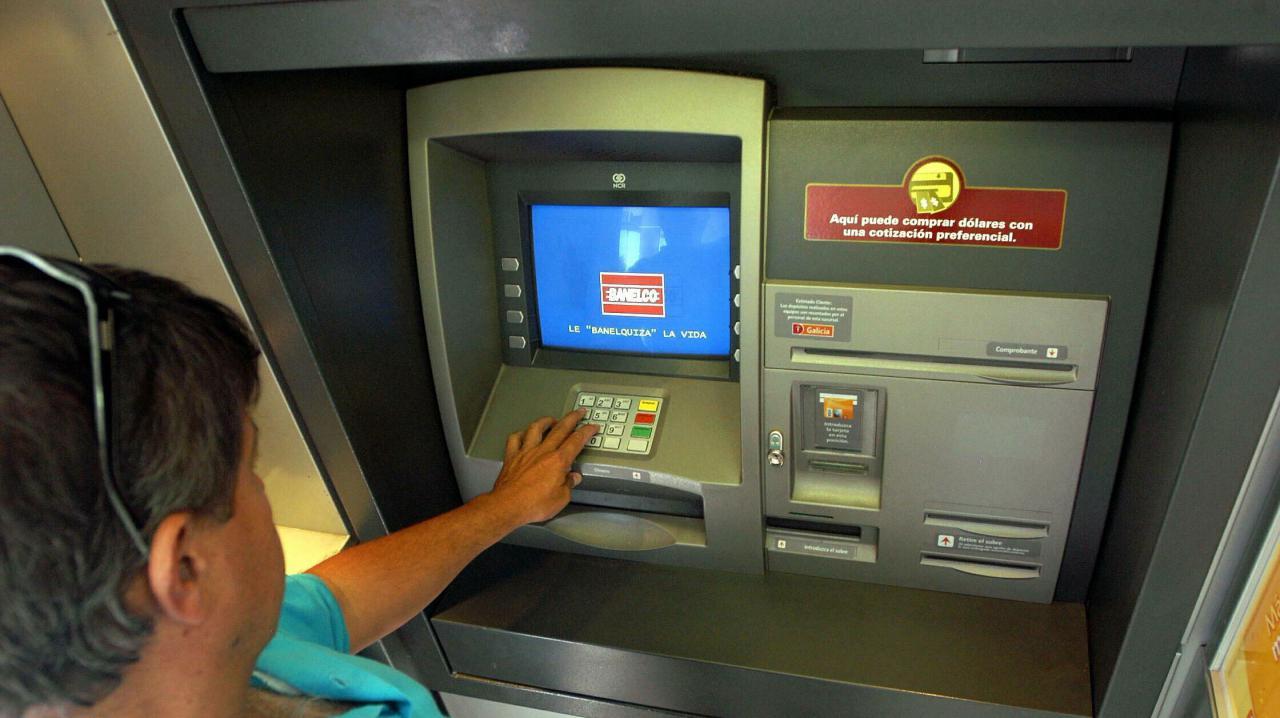 Al menos una denuncia por día por estafas con tarjetas de débito clonadas