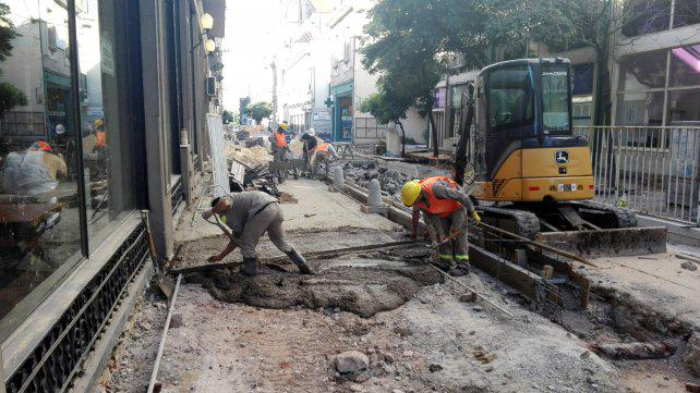 Apuran las obras para terminar la reforma de calle Sarmiento