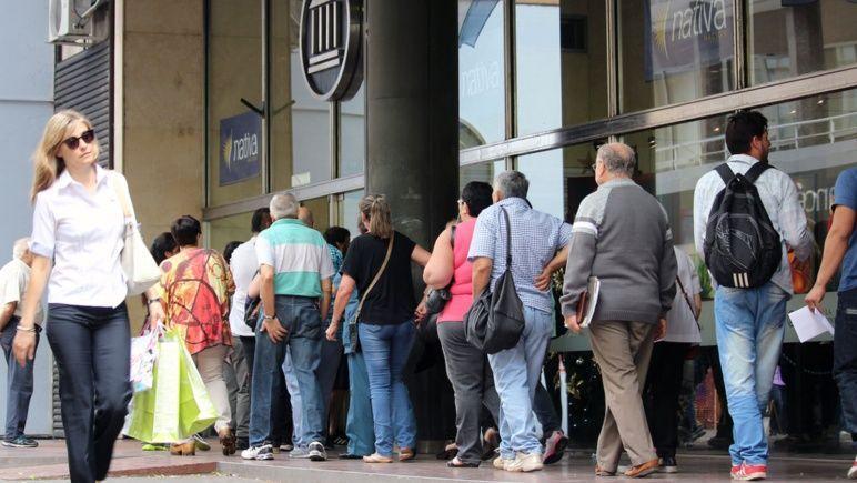 Arrancan fuertes multas a empresas que tarden más de 30 minutos en atender a clientes