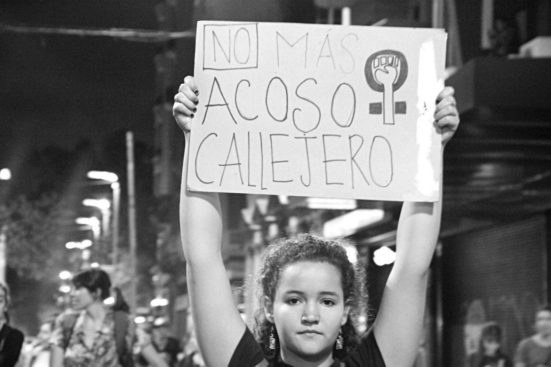 Aseguran que el 98% de las mujeres santafesinas sufrieron acoso callejero
