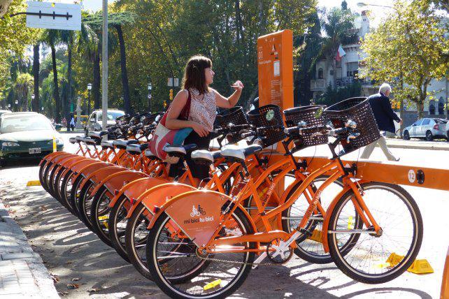 Ciclistas piden más bicisendas y aseguran que cada vez más rosarinos pedalean