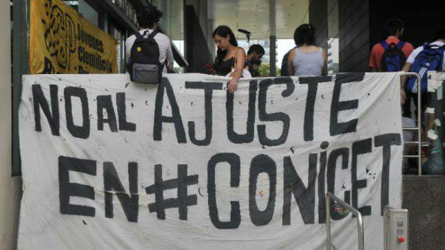 Científicos denuncian drástica reducción de fondos en el Conicet