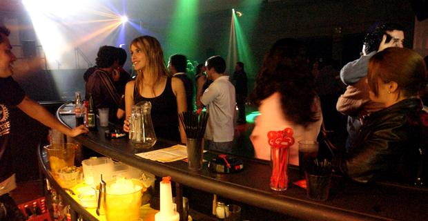 Clausuran un pub de Pichincha y reclaman cambiar la regulación de la noche