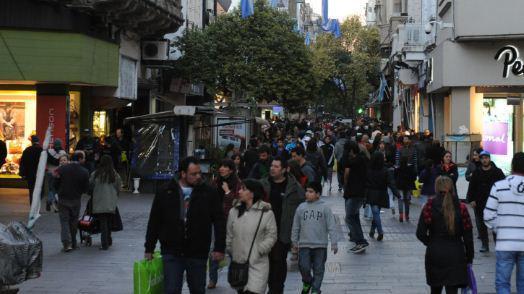 Comerciantes del centro anticiparon que trabajarán si se declara feriado el 17 de junio
