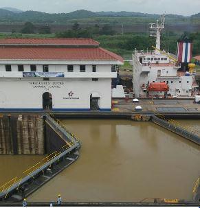 Cómo funcionan las esclusas ampliadas inauguradas en el Canal de Panamá