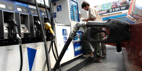 Confirman otra suba de la nafta y alertan que está atrasada 20%