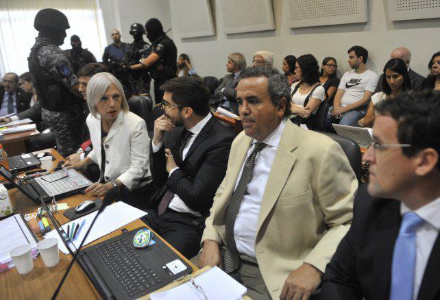 """""""Conmoción judicial"""" por el ataque a balazos contra el móvil penitenciario en la autopista"""
