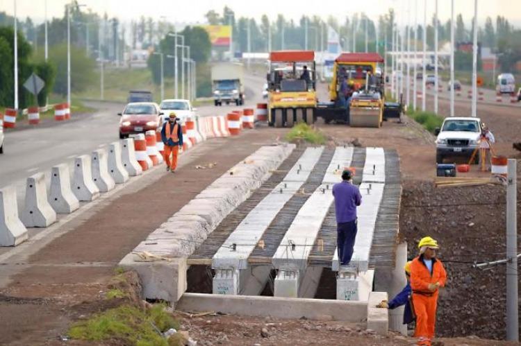 Constructores admiten que puede haber recorte de obras por el acuerdo con el FMI