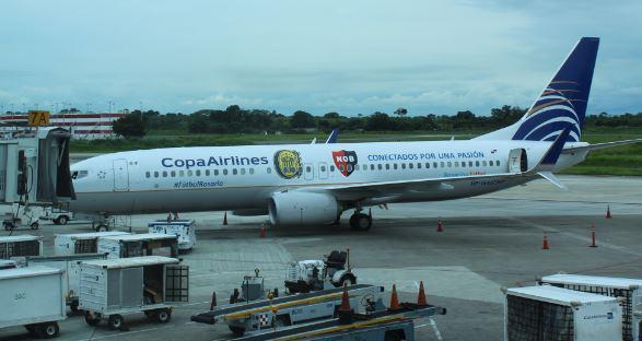 Copa Airlines homenajeó a Rosario con los colores de leprosos y canallas en el vuelo inaugural