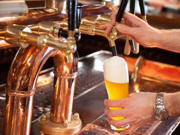Cruces por la nueva licencia para vender alcohol en bares rosarinos