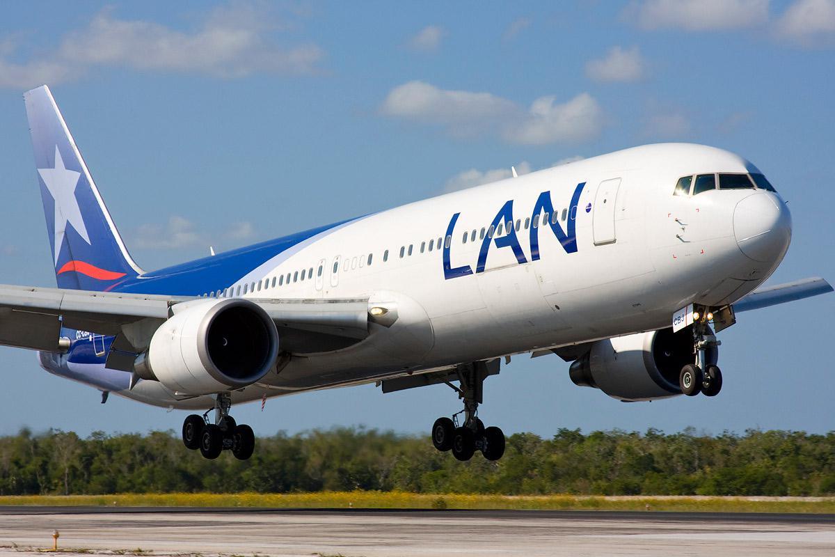 Cuestionan los nuevos vuelos que llegan a Rosario autorizados por Macri