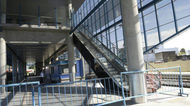 Denuncian abandono y vandalismo en la estación de trenes Apeadero Sur