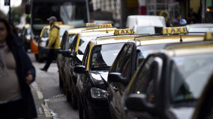 Denuncian que al mes se devuelven tres chapas de taxis por falta de rentabilidad
