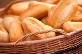Denuncian que el 45% del pan se vende fuera de las panaderías en Rosario