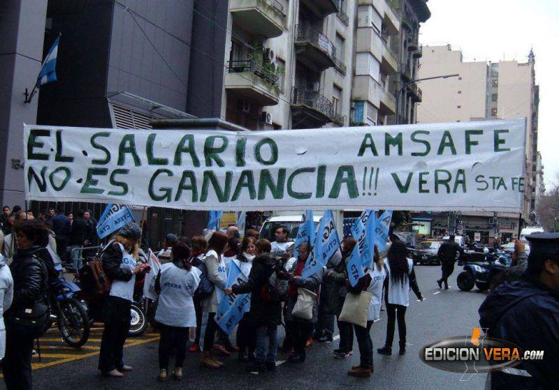 Docentes denuncian altos descuentos de Ganancias en sus sueldos