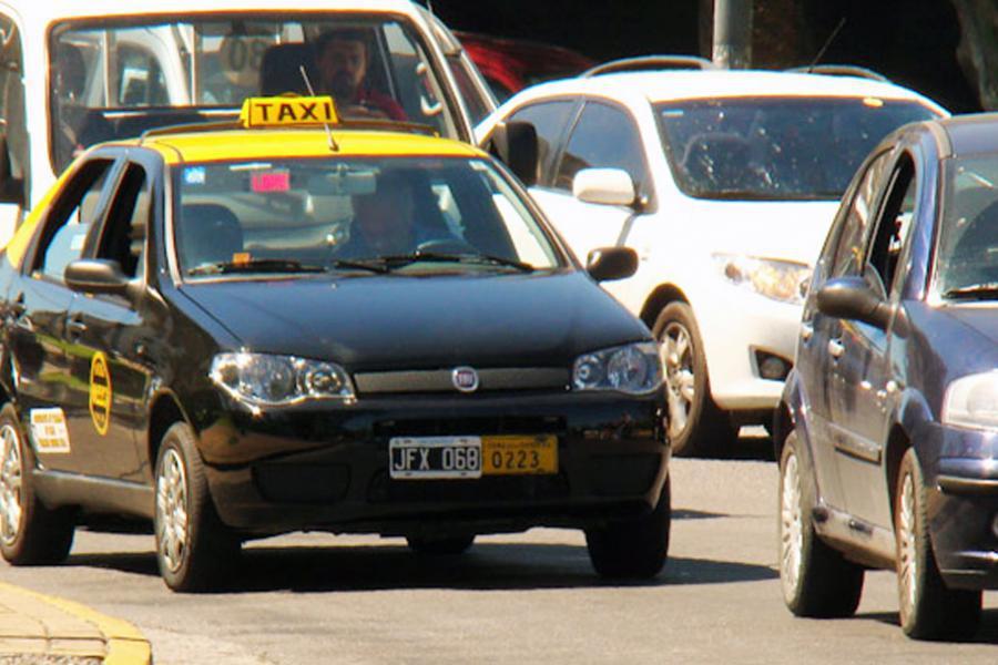 Dueños de taxis reclaman que la tarifa aumente entre un 25 y 30 por ciento
