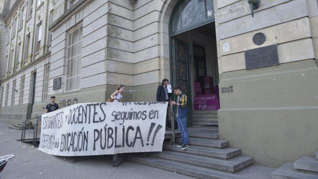 Dura crítica de padres del Superior y el Poli a docentes de la UNR