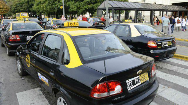 Durísimo cruce con el jefe de los taxistas que trabajan en la Terminal