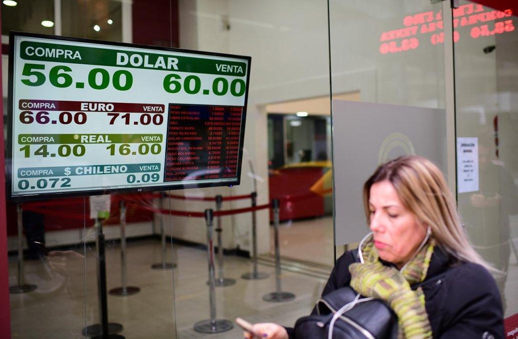 """Economistas alertan: """"El dólar no tiene techo"""""""