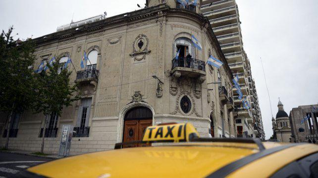 El Concejo quiere regular el funcionamiento de las aplicaciones móviles para taxis