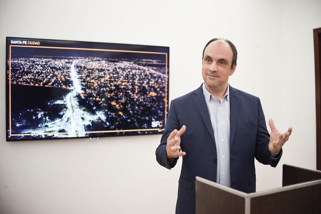 El intendente de Santa Fe quiere que los empleados de la EPE paguen la luz