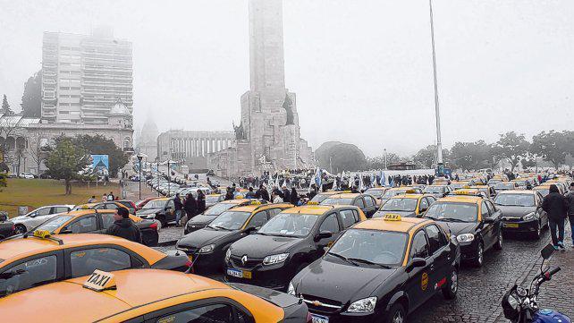 El proyecto que habilita a Uber en Rosario fija un cupo de 200 coches