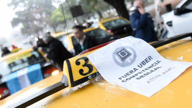 El socialismo toma distancia del proyecto de Schmuck que habilita a Uber