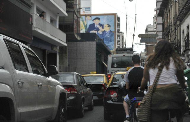 En diez años, el parque vehicular de Rosario creció un 66 por ciento