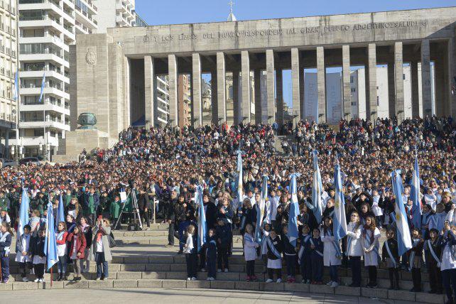 """""""Este año fue un Día de la Bandera sin militancia, más patrio que político"""""""