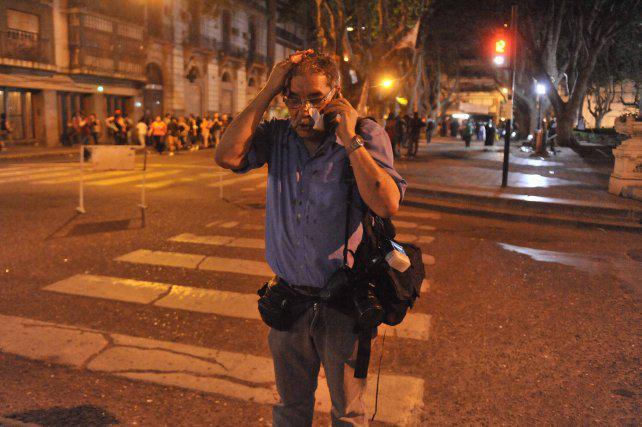 """""""Estuve en el Rosariazo, pero una cosa así nunca vi en la ciudad"""", dijo un fotógrafo herido"""