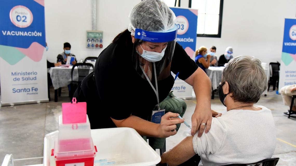 Explican las razones por las cuáles a algunos las vacunas les generan efectos adversos