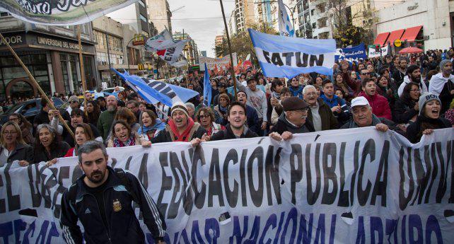 Fuerte contrapunto entre Cambiemos y el PJ por las políticas universitarias de Macri
