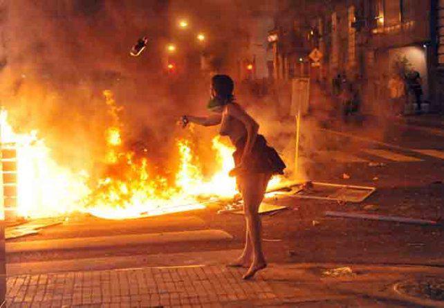 """Fuerte crítica a la """"represión policial"""" de dos mujeres organizadoras del evento"""