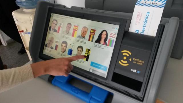 Fuerte rechazo de especialistas al voto electrónico que avanza en el Congreso