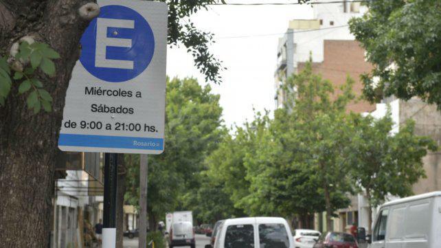 Habilitan doble estacionamiento en Echesortu y lo evalúan para zona sur