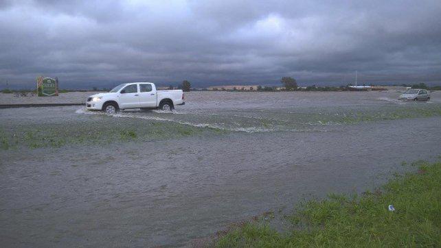 Inundaciones: Garibay rompió el silencio y cruzó al ingeniero Porta