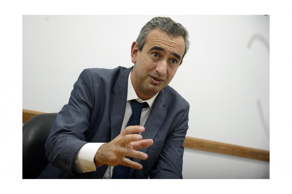 Javkin admite dificultades para sostener la cláusula gatillo en la paritaria municipal