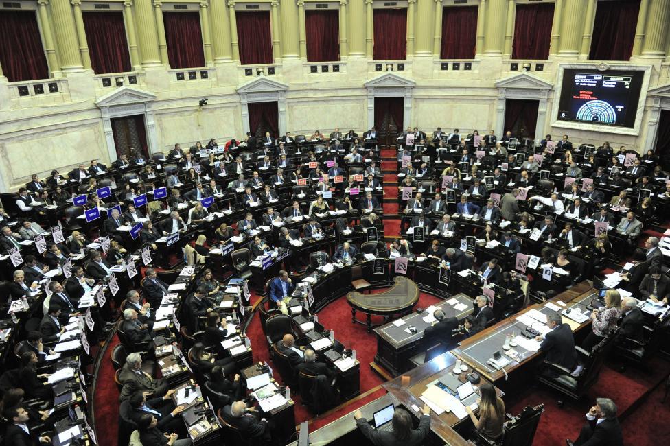 La izquierda crítica que los legisladores nacionales cobren ahora hasta $140 mil