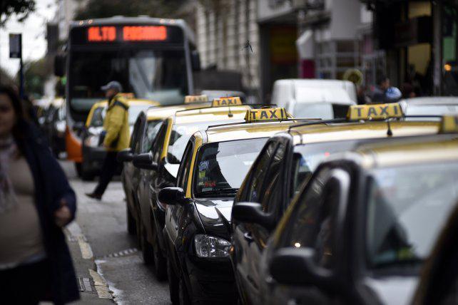 La oposición cuestiona la exigencias para renovar las licencias de taxis