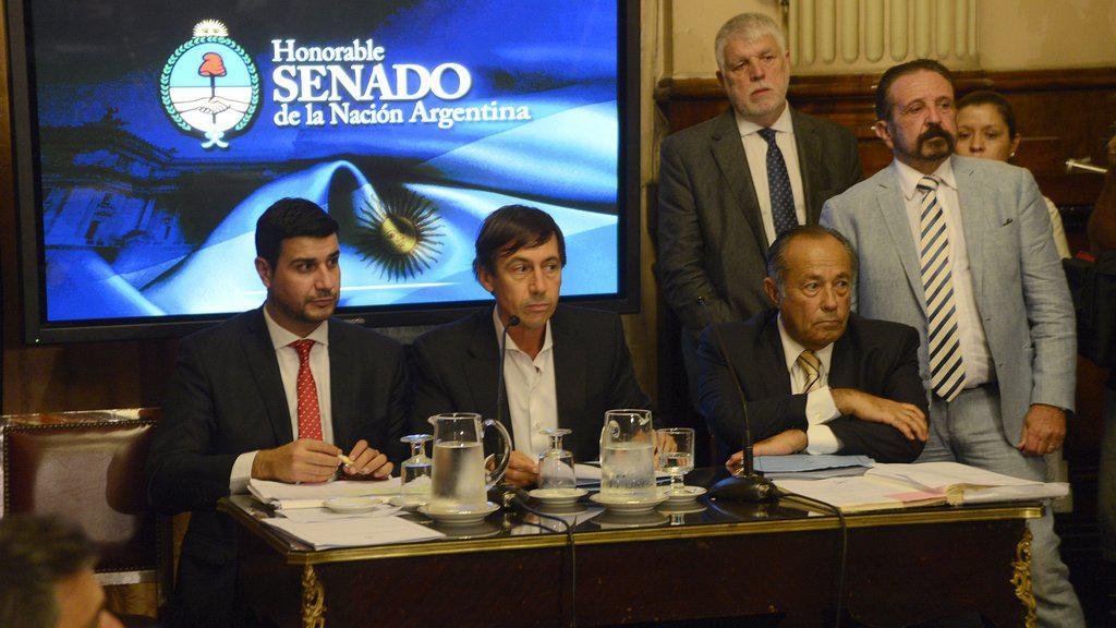 La oposición dio el primer paso para derogar tres decretos clave de Macri