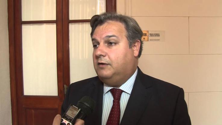 La provincia acepta reducir a la mitad el endeudamiento externo para obras públicas