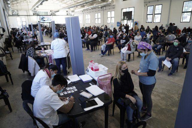 La provincia analiza pedir un certificado de vacunación para algunas actividades