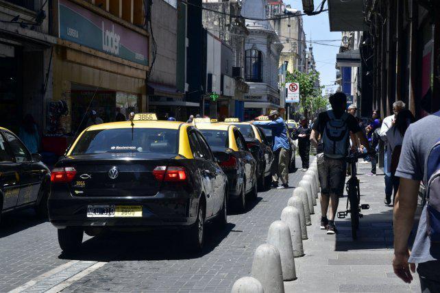 La tarifa de taxis está 50% atrasada, pero los tacheros rechazan subirla