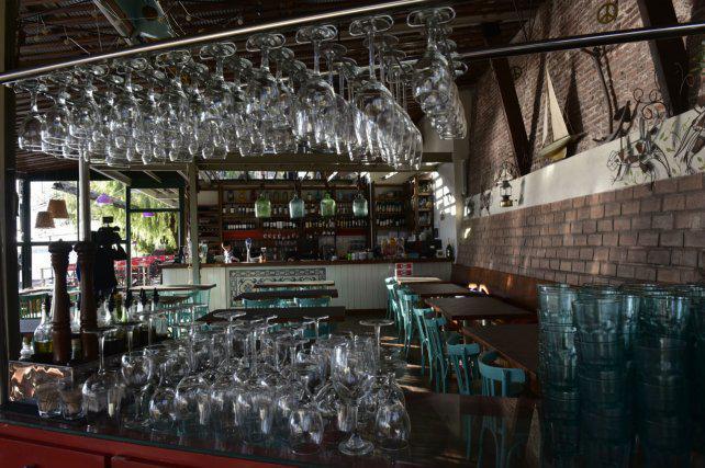 La venta en bares y restaurantes cayó 25 por ciento y hay alerta en el sector