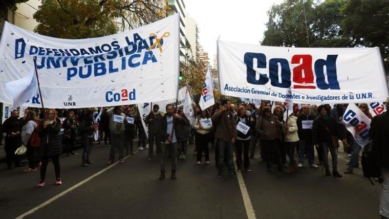 Malestar en la UNR por quedar fuera del bono de Macri a los estatales