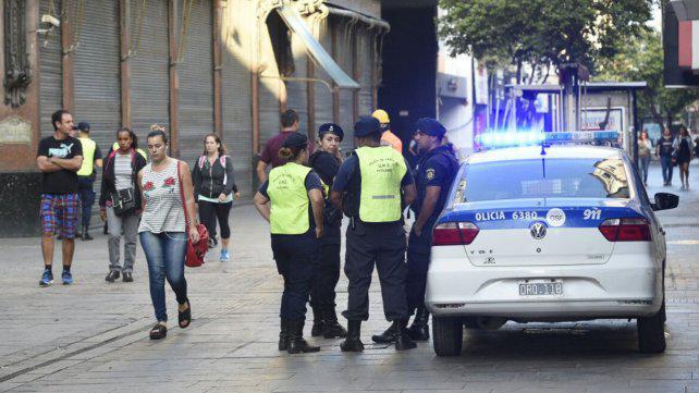 Más de 150 policías evitaron que haya manteros en la peatonal por el paro municipal