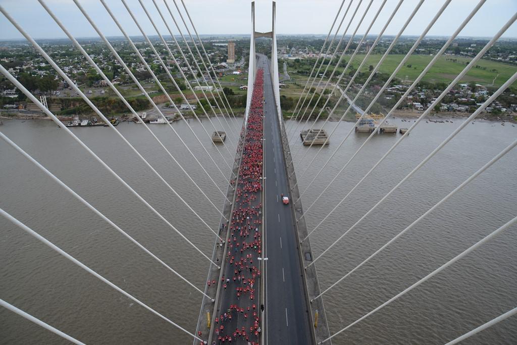 Más de 5 mil corredores le pusieron color a una nueva edición de la Maratón del Puente