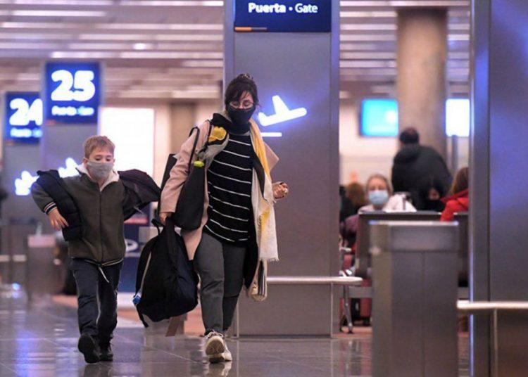 """Migraciones avisa: """"Quien viaje hoy tal vez regrese al país más tarde de lo previsto"""""""