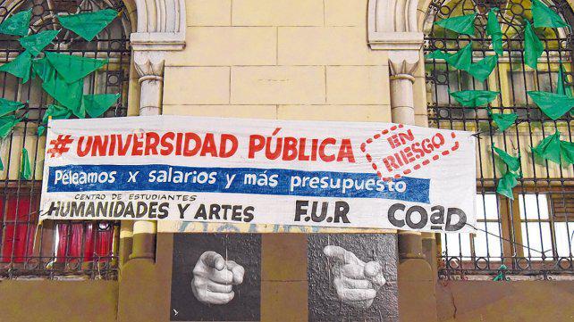 Nación sólo ofreció dos sumas fijas bajas y se tensa el conflicto universitario